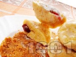 Картофени кнедли с вишни - снимка на рецептата